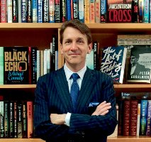 Hachette Chief Leads Book Publishers in Amazon Fight